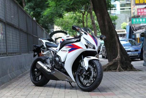 2012-Honda-CBR1000RR-leak-12-635x4231