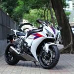 2012 Honda CBR1000RR leak 12 635x42313 150x150  Honda Fireblade Black Pearl