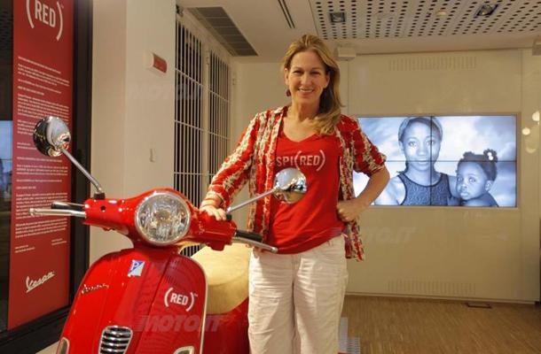 Vespa doa motos para leilão beneficente contra AIDS title=