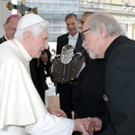 Harley-Davidson autografada pelo Papa emérito vai para leilão