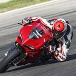 Ducati Panigale 1299 é testada por Alessandro Valia (Vídeo)