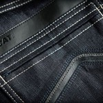 Ducati comercializa jeans para motociclistas