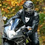 Heróis e Vilões de Motos em capacetes personalizados