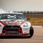 Nissan GT-R bate o record com drift a 305 km/h!