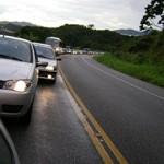 Lei que obriga farol baixo em rodovias está em ação