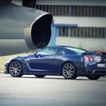 Nissan GT-R vs… Avião de Combate!