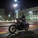 Harley-Davidson Iron 883 pela noite de SP