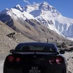 Nissan GT-R chega à base do Everest!
