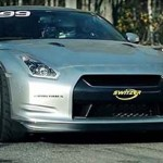 Nissan GT-R atinge marca dos 402 km/h e enfrenta rival