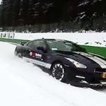 Nissan GT-R usado para Snowboard na Bélgica. Radical!