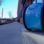 Piaggio cria mala robô que leva compras e bagagens