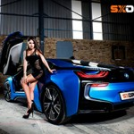 BMW i8 e a beleza de Jaenette Jacobs