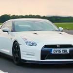 Nissan GT-R vs Jaguar F Type SVR