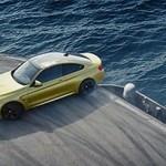 BMW M4: manobras radicais em porta-aviões