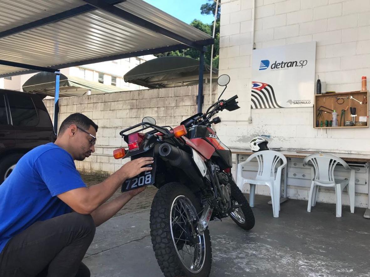 Cinco passos para ter a placa preta na sua moto