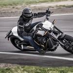 Harley-Davidson FXDR 114 é avião caça em duas rodas